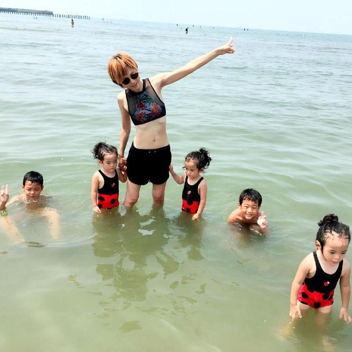 Ir a la playa con gemelos y trillizas
