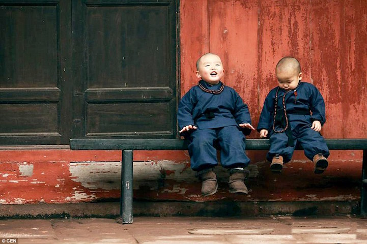 fotos niños monjes