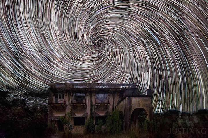 Estrellas en espiral en el cielo nocturno