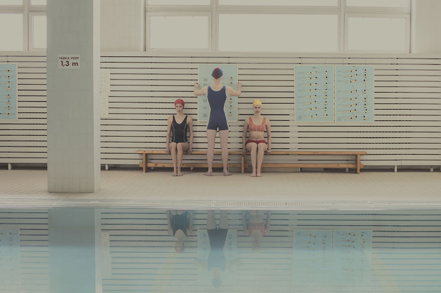 where-time-stands-still-i-photographed-the-atmosphere-at-a-swimming-pool-2__880
