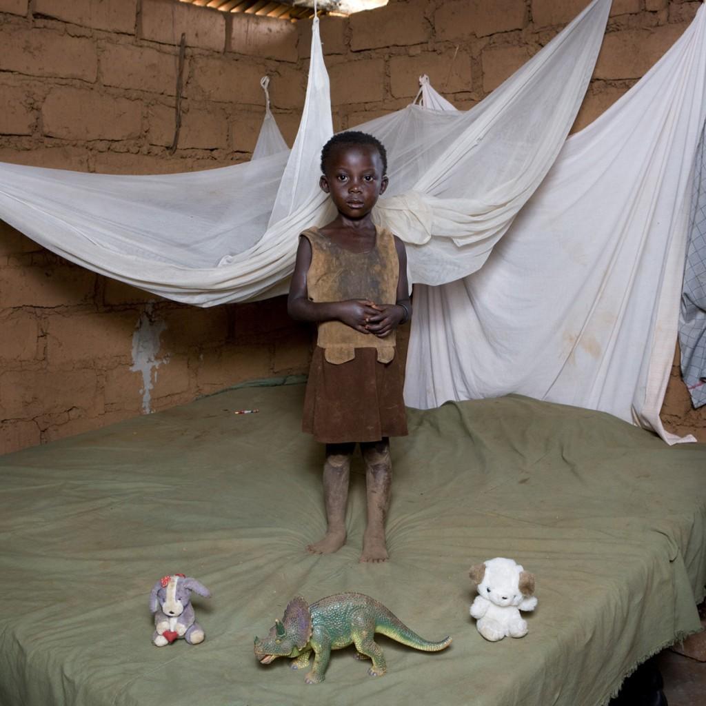 Chiwa Mwafulirwa, Malawi. Toy Stories, Gabriele Galimberti