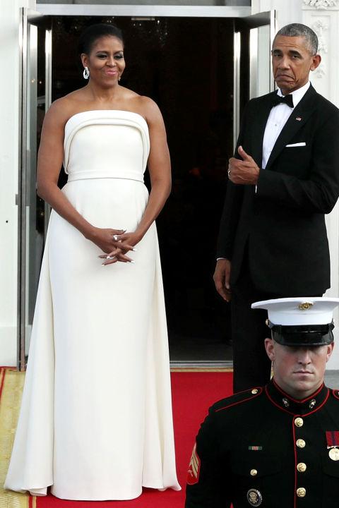 Barack Obama presumiendo de mujer delante de los fotógrafos