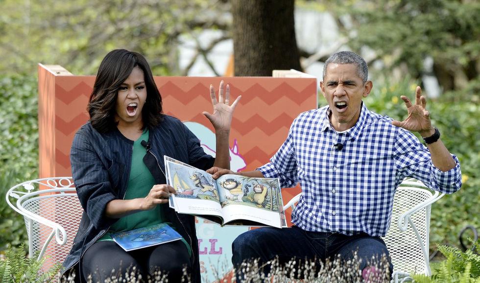 Los Obama contando un cuento durante la celebración de la Pascua