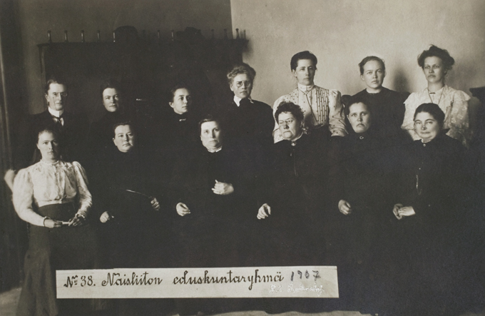 First Female Parlamentarians in the world in Finland, 1907