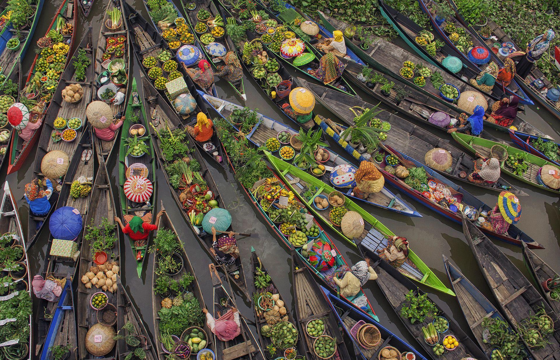 floating-market-antonius-andre-tjiu-borneo