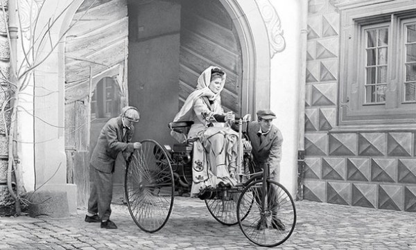 Bertha Benz, first in drive a car in a long distance