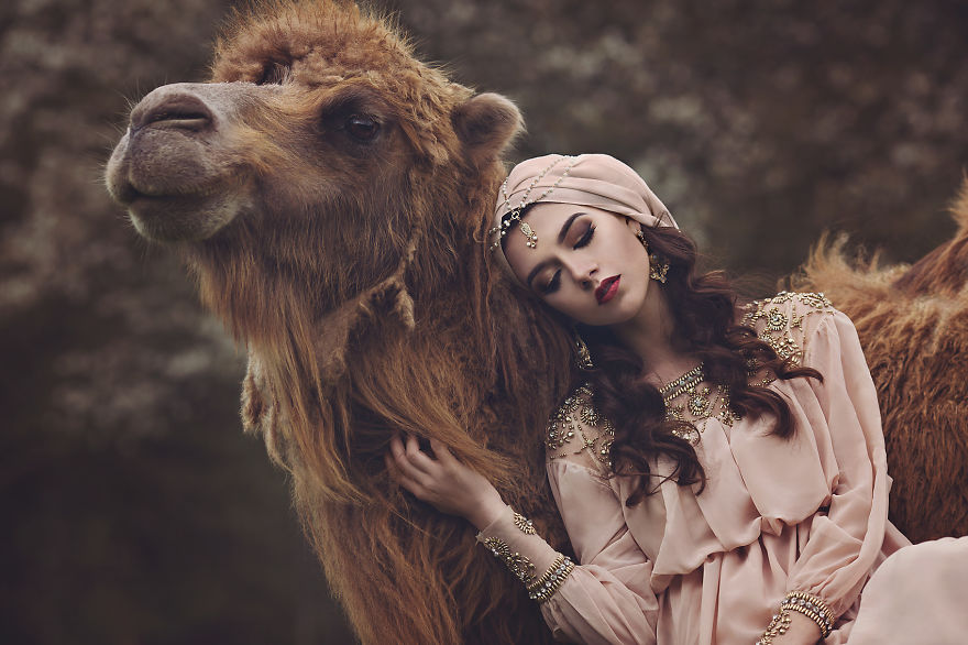 German-photographer-creates-magical-artworks-with-both-wild-and-domestic-animals-1