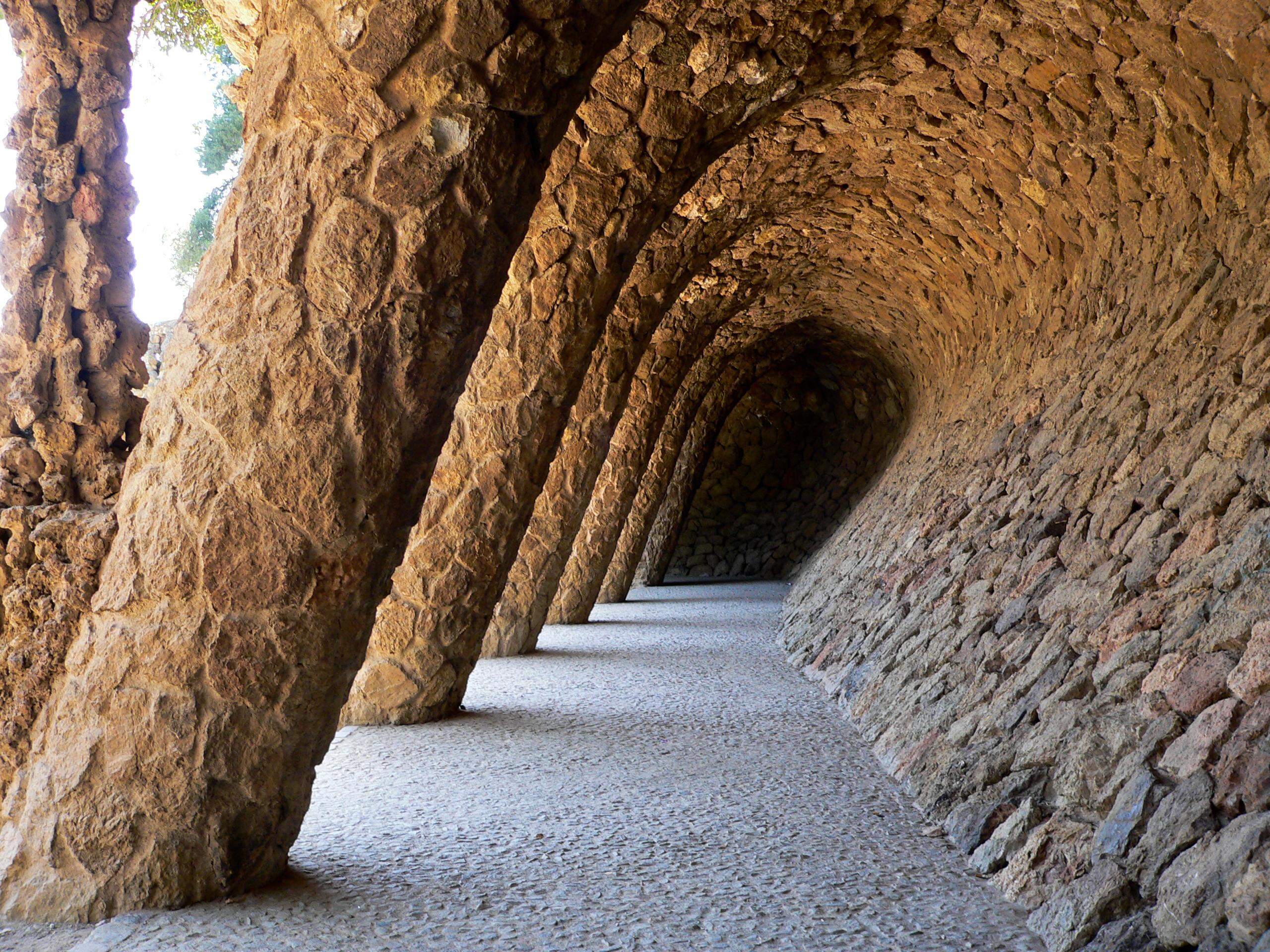 Pórtico de la Lavandería en el Parque Guell de Barcelona