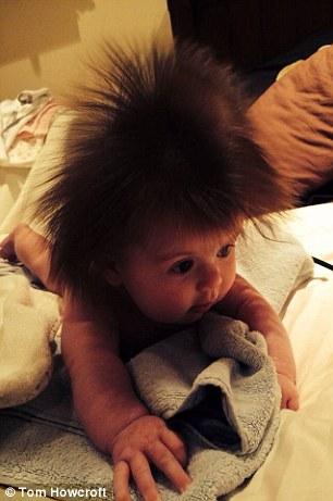bebé con pelazo