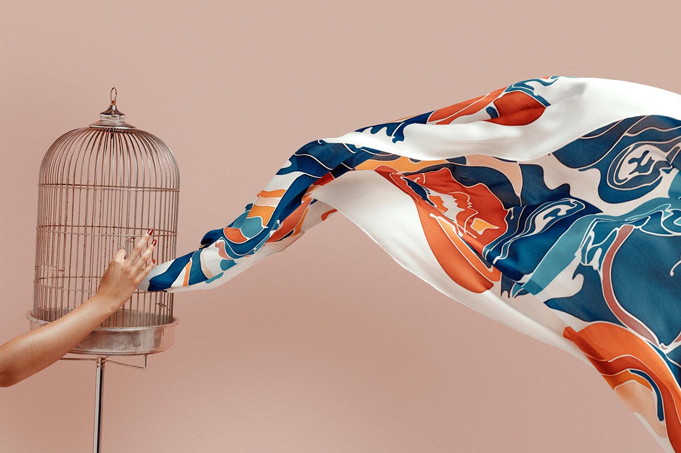 Fotografías surrealistas de pañuelos de seda pintados a mano