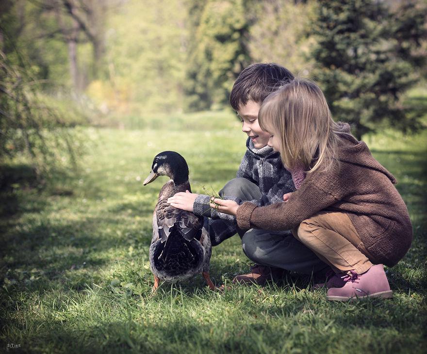 Niños con patos