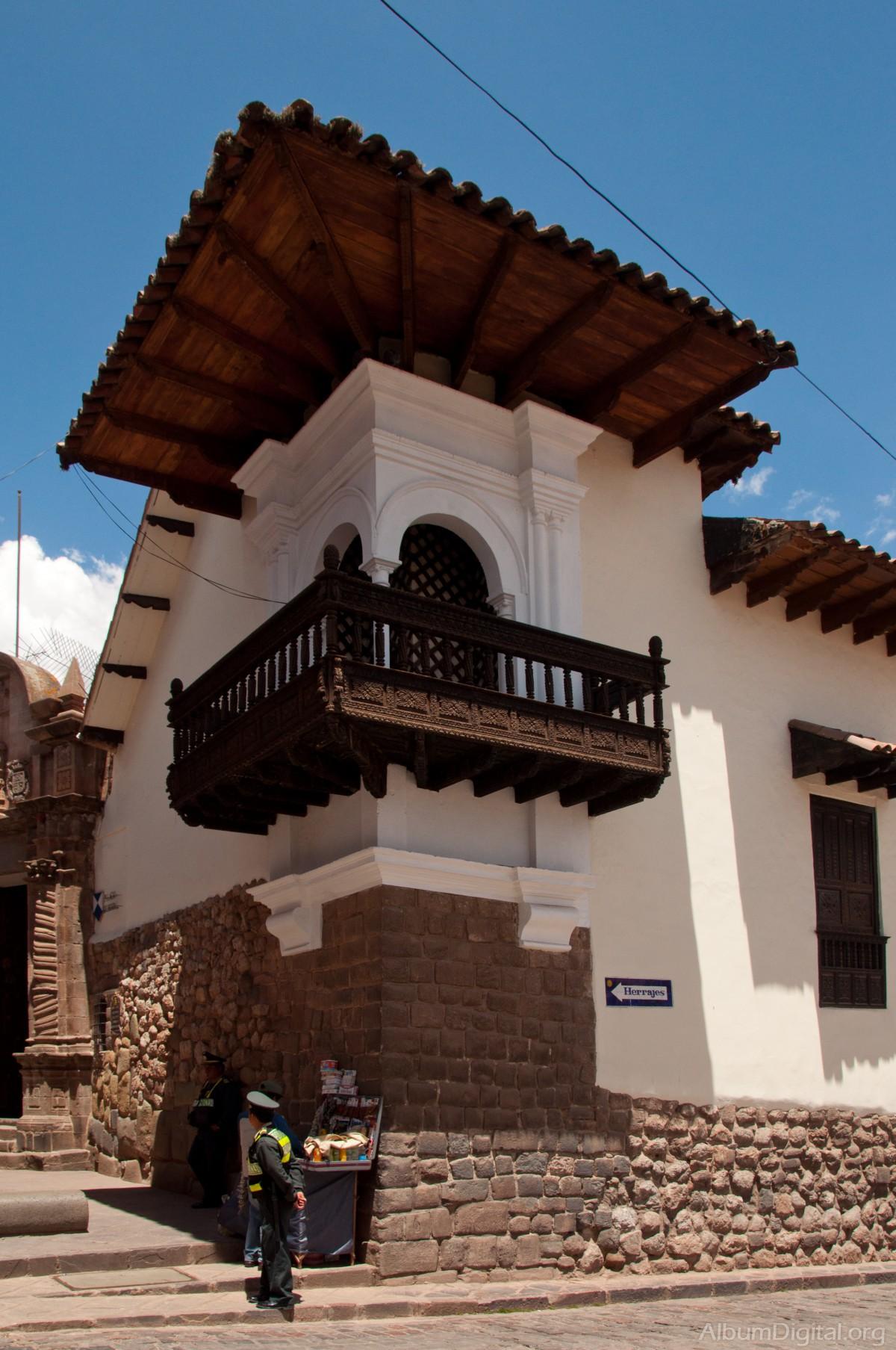 Fachada Casa Colonial Cuzco