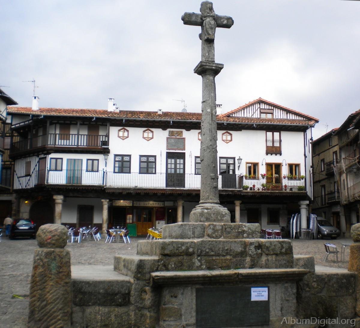 Plaza mayor alberca for Distancia entre la alberca y salamanca